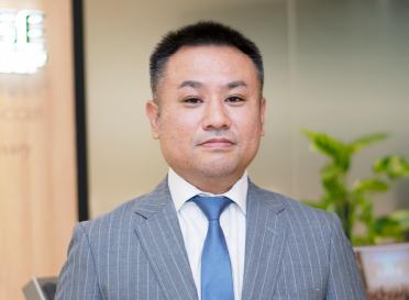 株式会社ラグジュアリー 代表取締役 綱島 真樹